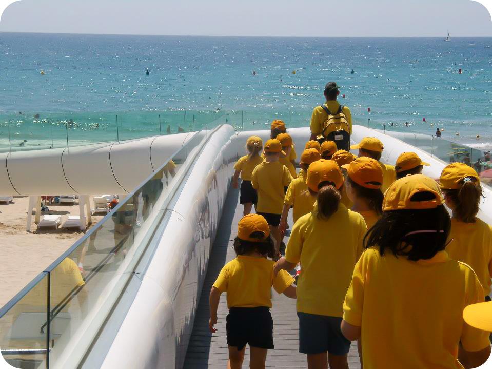 Niños Nido de excursión a la Playa del Postiguet